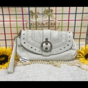 Auth COACH Appliqué Off White Leather Wristlet GUC